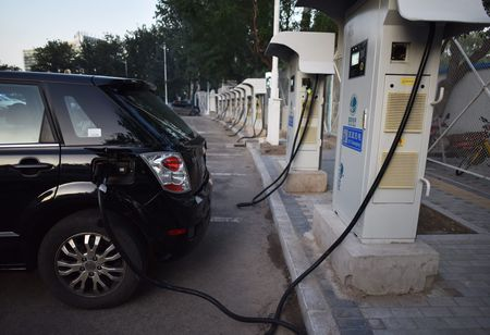 India gives aluminum battery a chance to adopt lithium in electric vehicles